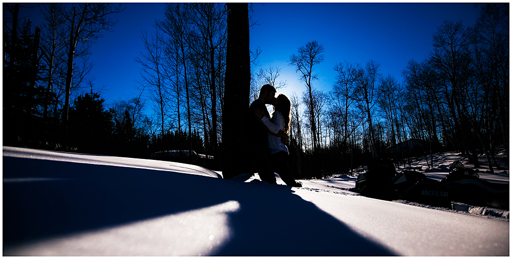 Kissing silhouette in the snow