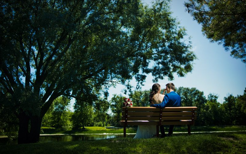 Jessie and Justin cuddling on a park bench